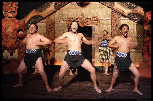 Maori-Haka-at-the-Maori-Museum オークランド 博物館 ゴシック 観光 ミュージアム スポット ドメイン ハカ